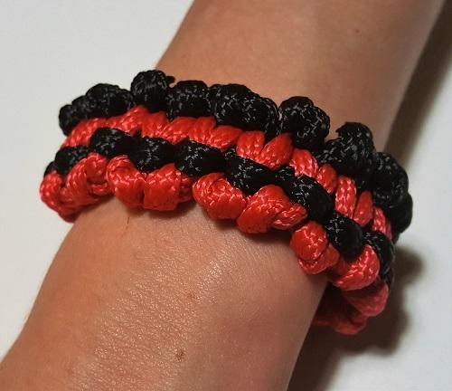45.2 Браслет плетеный черно-красный
